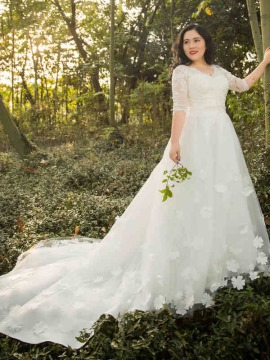 5 Wedding Dress Tips For Plus Sized Brides