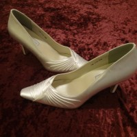 "Closed Toe White Satin 3 1/2"" heel Women's Shoes"